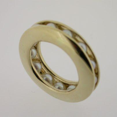 ring geelgoud parels rondom