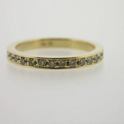 ring_geelgoud_cognac_diamant_rondom_simplicite3