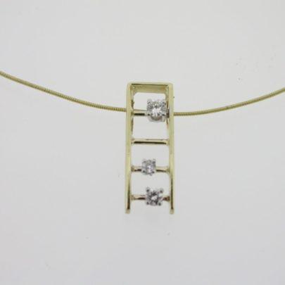 hanger_geelgoud_diamant_trapje2