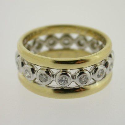 ring_geelgoud_trouwringen_smal_witgouden_binnenring_diamant2