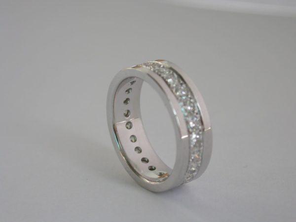 ring_witgoud_diamant_rondom_3bands