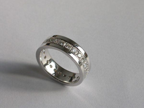 ring_witgoud_diamant_rondom_3bands2