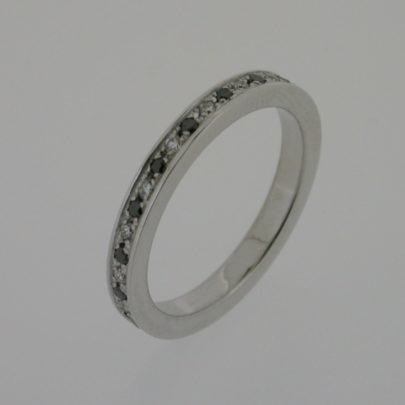 ring_witgoud_zwarte_witte_diamant_simplicite