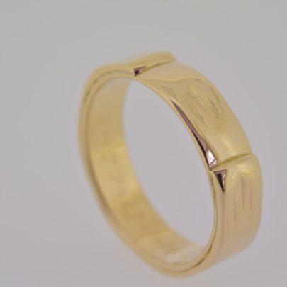 ring_geelgoud_trouwringen_over_elkaar2
